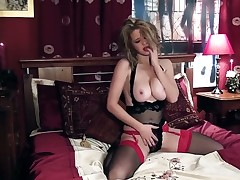 Louise Emerson with gigantic knockers and trimmed beaver showing nice solo tricks with her new toy