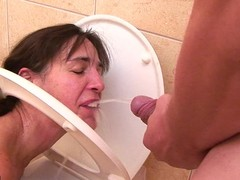 This older toiletslut gets a mouth busy for wang with the whistles of annihilate urine