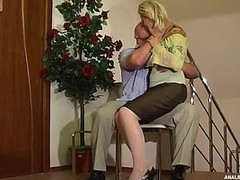 Dolled-up blond fits her nylons chaffing an anal-loving man with her cheeks
