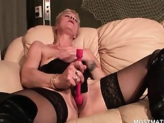 Hawt mature masturbating twat with vibrator
