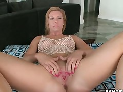 Small tits amateur is getting penetrated