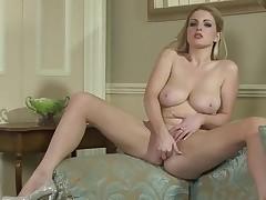 Solo girl is widening her legs