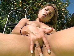 Raunchy and racy dick engulfing from stunning chick