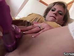 Unfaithful uk milf gill ellis flaunts her heavy boobies