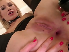 Lindsey Olsen strokes her bush like it aint no thing