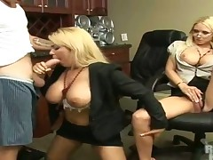 Blonde Eva Patron with bubbly booty and clean bush has some time to give some oral pleasure